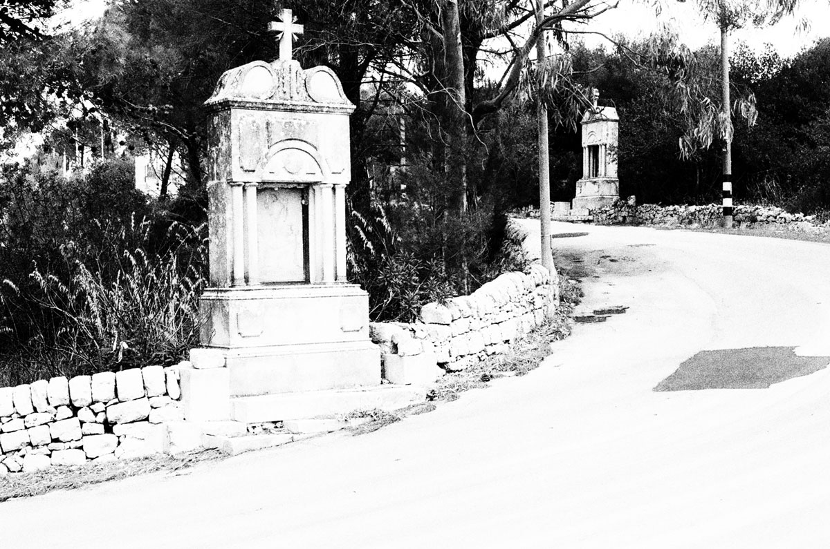 Small votive chapel on the road to Noto Antica