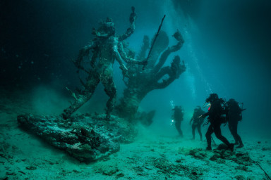 Damien Hirst, Hydra and Kali Discovered by Four Divers Image: Photographed by Christoph Gerigk © Damien Hirst and Science Ltd. All rights reserved, DACS/SIAE 2017