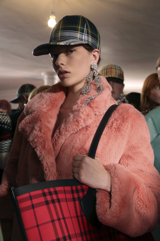 The Burberry September 2017, Show and backstage