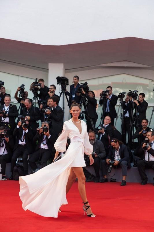 Bianca Balti in OVS PEOPLE DRESS in OVS, sandali Renè Caobvilla e gioielli Chopard, © daniela katia lefosse photography. mostra del cinema di venezia 2017 red carpet
