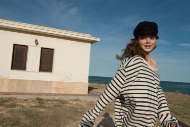 Norwegian catch of the day Puglia _Savelletri ph. Ann Casarin. Earrings Ludo Jewellery, sweatshirt French Connection, hat Isabelle Marant by H&M