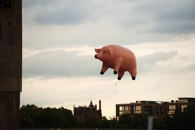 Algie_flying pig_Battersea Station_London_Pink Floyd_album cover
