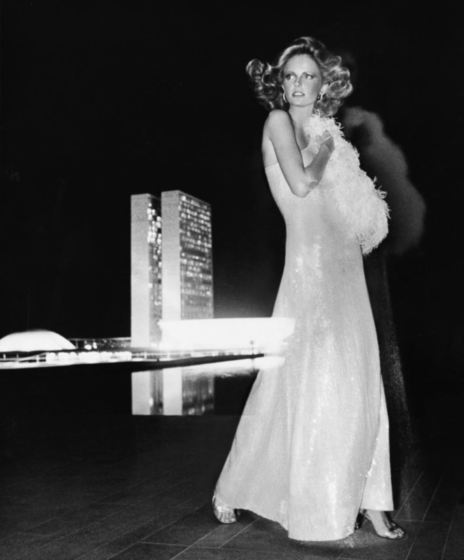 Kourken Pakchanian_1973_Cheryl Tiegs in a Gown by Halston_ copyright Condé Nast_The J. Paul Getty Museum_Los Angeles_Icons of Style