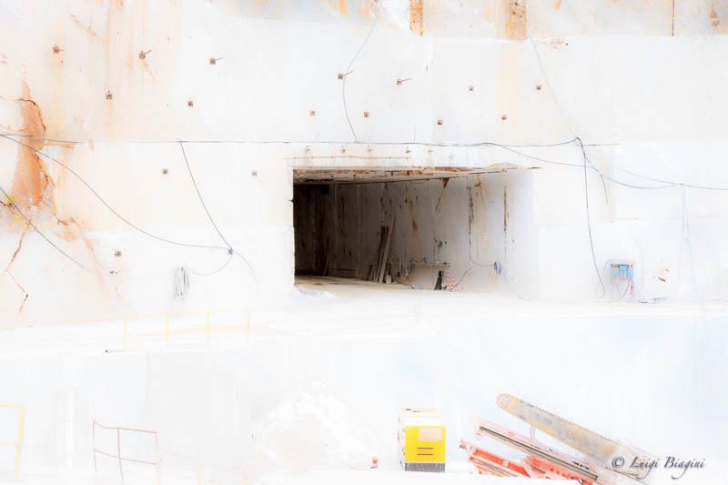 Materia Divina_Stanza del Vento_Montemarcello_Colonnata cave Piana_Luigi Biagini_Visioni