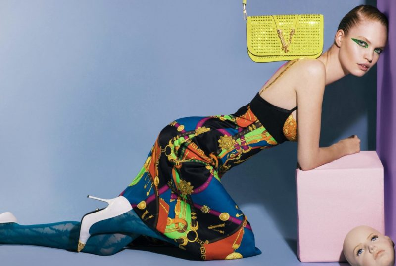 NEXT GLAM ALIEN_Barocco rodeo print dress, blue lace tights, white shoes and yellow crystal bag Versace