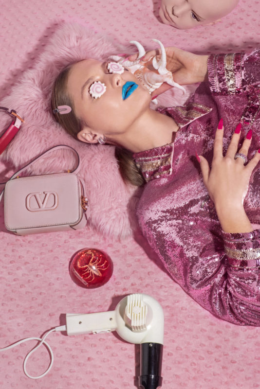 NEXT GLAM ALIEN_Sequinned pink pyjama dress and pink bag Valentino Red rubin and white gold ring with diamonds Farnese
