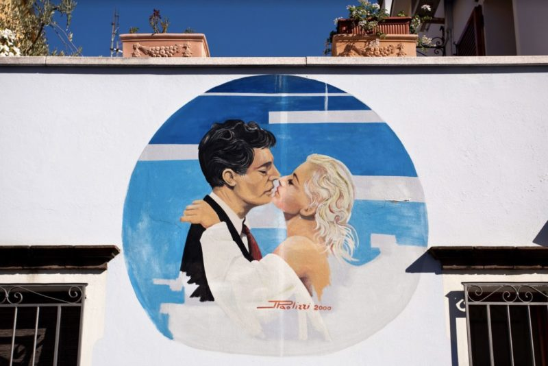 Fellini_Fellinian Rimini_2020_borgo_murales Mastroianni