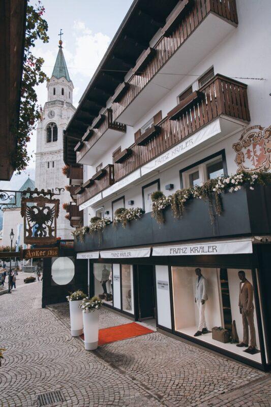 A New Holiday Fashion Chapter_Cortina, Riccione, Taormina_shops_2020