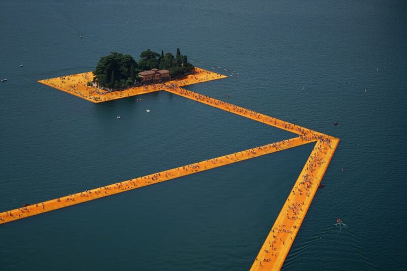 Love Till The Impossible_Christo and Jeanne-Claude, The Floating Piers, Lake Iseo, Italy, June 18 through July 3_Photo Wolfgang Volz