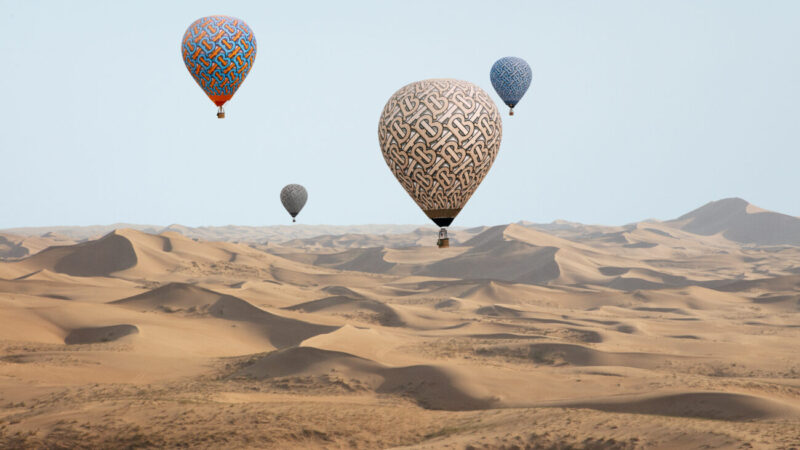 Traveling Beauty_TB Summer Monogram Landscapes_Burberry_Hot Air Balloons